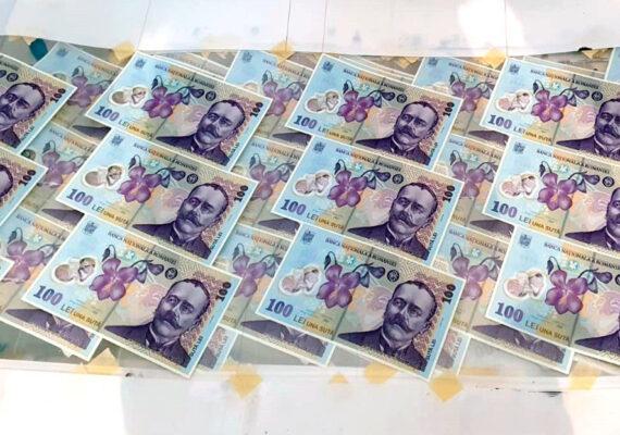 """Capturan al """"mayor falsificador de billetes de plástico del mundo"""", que los hacía casi indetectables"""