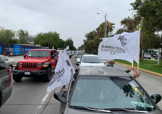 Caravana de vehículos en favor de Leyzaola