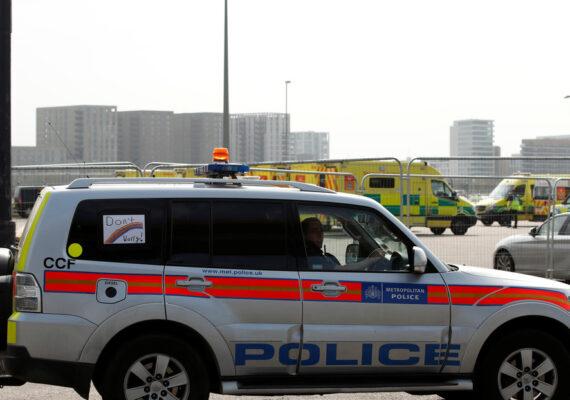 Cuatro personas, incluido un menor de edad, resultan heridas en un ataque con armas de fuego en Londres