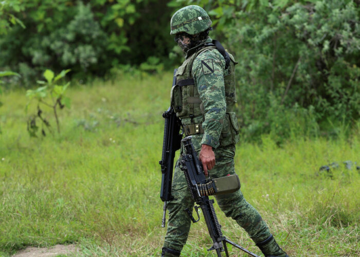 Encuentran al menos 75 bolsas con restos humanos en tres fosas clandestinas en Jalisco
