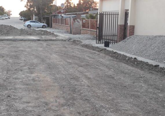 Exigen vecinos a gobierno terminar pavimentación