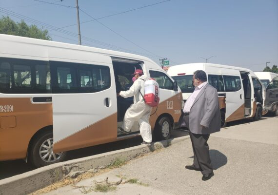 Limpian taxis con ruta UABC Otay