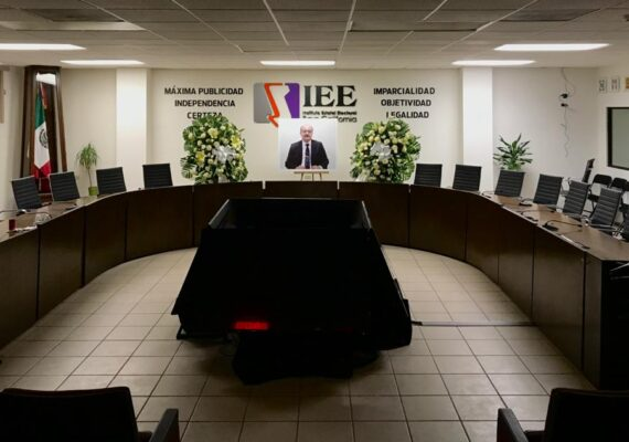 Rinden homenaje póstumo a ex presidente del IEE BC