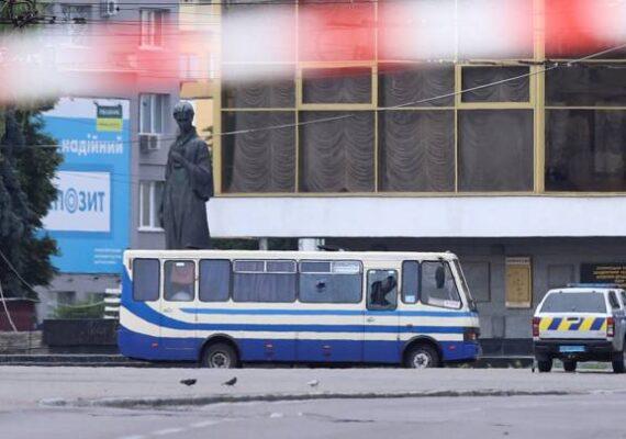 Secuestran autobús en Ucrania; llevaba explosivos