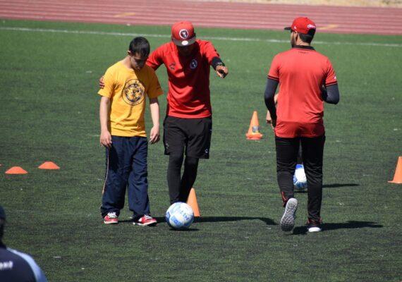 Entrenador de Xolos dará clase de futbol virtual