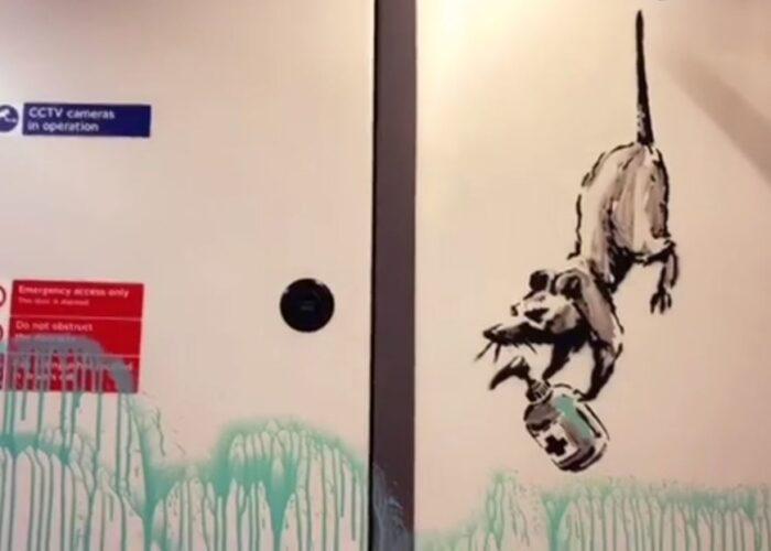 Banksy cubre un vagón del metro de Londres con una serie de grafitis sobre el covid-19