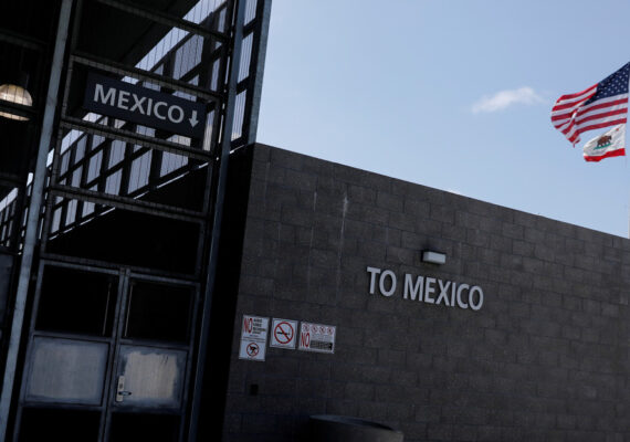 """Dos estados mexicanos restringen el tránsito desde EE.UU. para que los viajeros no les pongan """"una carga mayor en el tema del covid"""""""