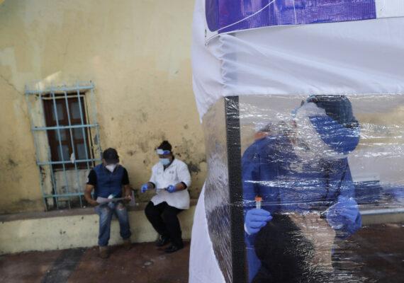 México registra un récord diario de casos confirmados de coronavirus, con 8.438 nuevos contagios