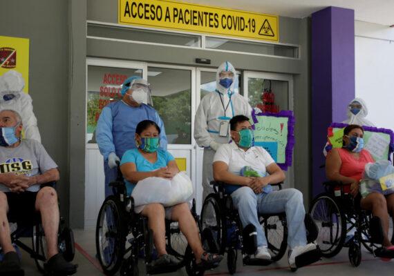"""Trump afirma que está """"monitoreando de cerca"""" el aumento de casos de coronavirus en Latinoamérica"""