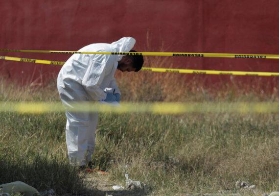 Una mujer es sorprendida con la cabeza de un anciano en una bolsa y casi resulta linchada por un grupo de personas en México