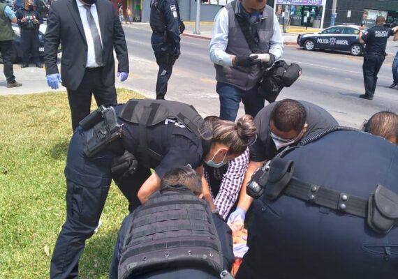 Quiso suicidarse en plena Zona Río; policías lo evitan