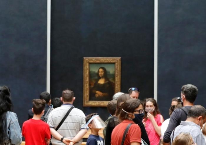 Reabre el Museo de Louvre en París