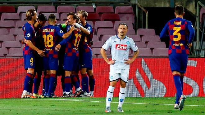 El Barcelona de Messi elimina al Napoli del «Chucky» Lozano