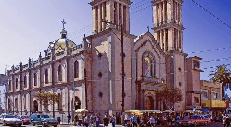 Reabrirán iglesias y albercas, autoriza gobierno