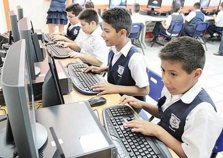 Solo 5 por ciento de estudiantes pobres en México tienen computadora: ONU