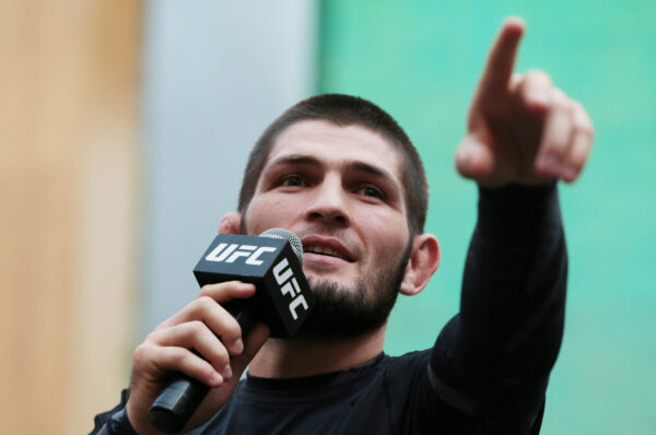 El luchador ruso Khabib Nurmagomedov promete a su próximo contrincante, llevarlo al «océano más profundo y ahogarlo»
