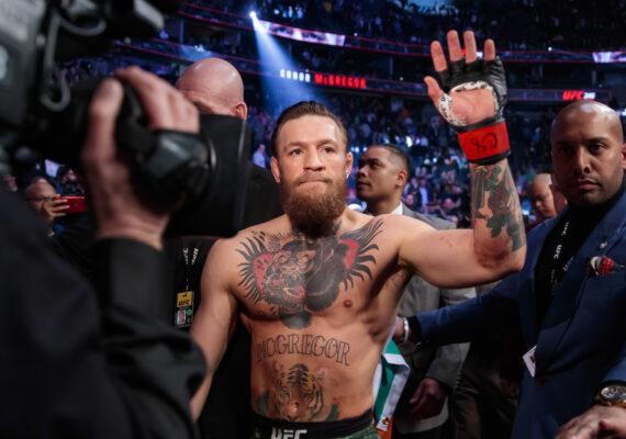 """McGregor acabó """"llorando"""" y """"completamente devastado"""" tras su primera derrota en la MMA, afirma su oponente en un nuevo libro"""
