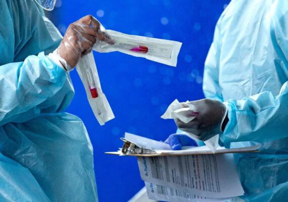 Padre e hijo médicos mueren de coronavirus tras ser hospitalizados el mismo día