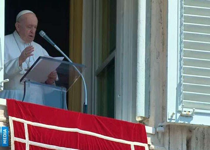 Papa Francisco exhorta a abandonarse con confianza en Dios en todo momento