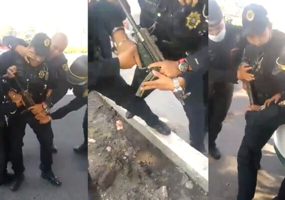 Policías de Ciudad de México forcejean por un arma y esta termina disparándose en plena vía pública
