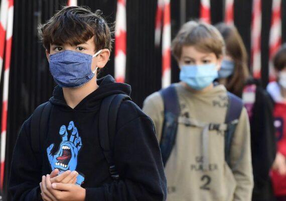 Reabren escuelas en Israel y un alumno infectó a 25 maestros