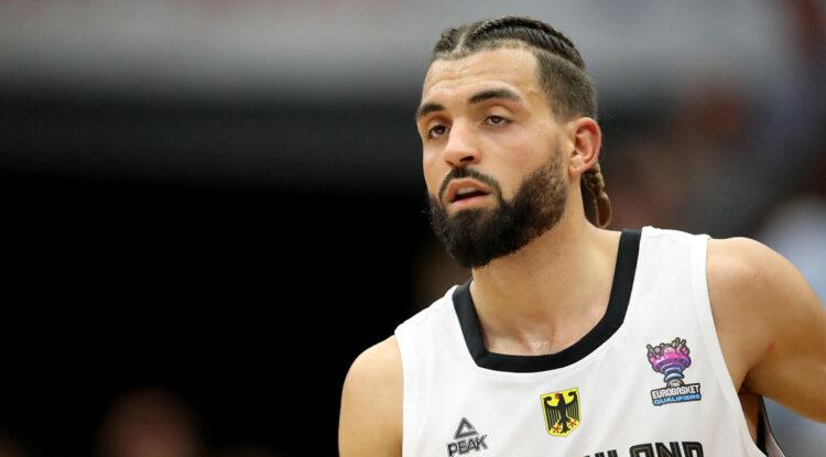Un club de Alemania despide a un baloncestista por difundir teorías de conspiración sobre el covid-19