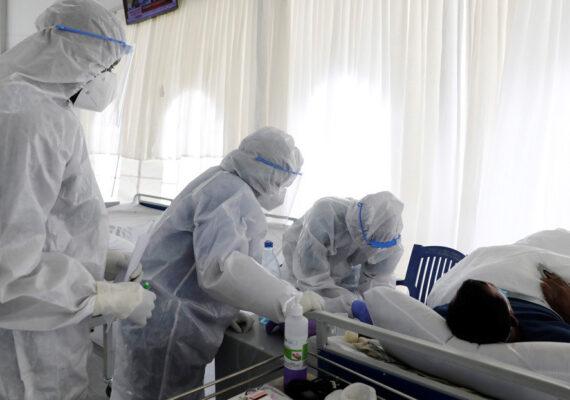 Un hombre de Hong Kong se reinfecta con una cepa mutada del coronavirus cuatro meses después de recuperarse