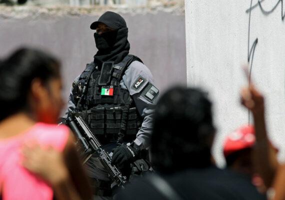 VIDEO: Encapuchados detienen a un hombre en Jalisco y sus familiares denuncian desaparición forzada