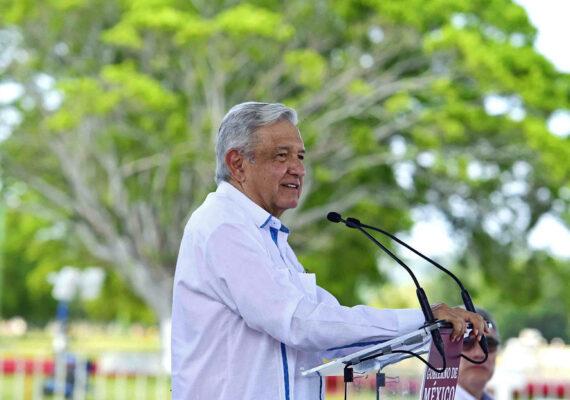 """López Obrador promete acceso a la vacuna contra el coronavirus para """"todos los mexicanos"""""""