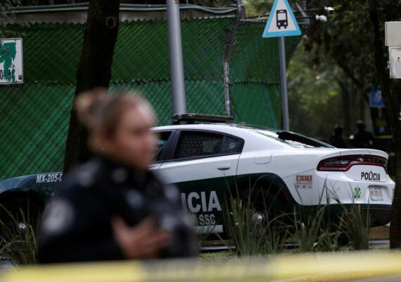 VIDEO: Una conductora mexicana corta una transmisión en vivo porque escucha una balacera muy cerca de ella