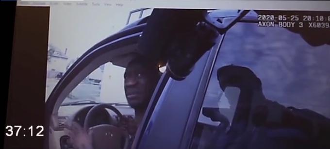 (VIDEO) Policía grabó la detención de George Floyd, revelan vídeo