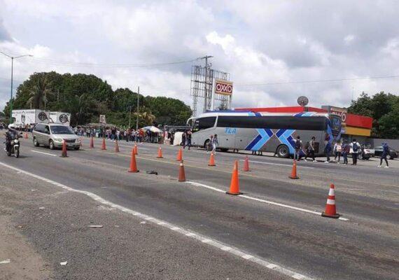 Normalistas secuestran autobús en Chiapas