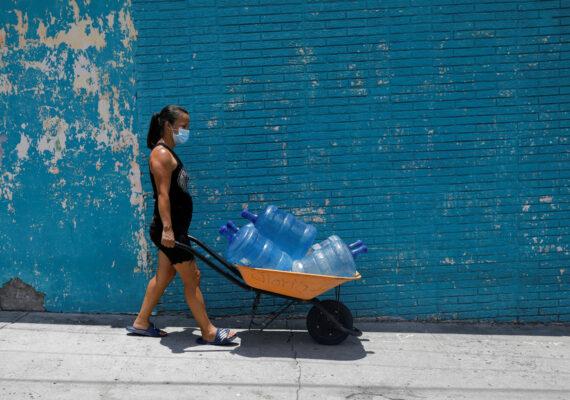 """La ONU advierte que la pandemia tiene un impacto """"desproporcionado y devastador"""" en las mujeres a nivel socioeconómico"""