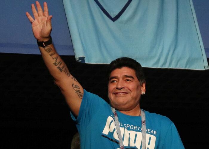 Maradona lanza una campaña solidaria junto a la Cruz Roja para ayudar a 10 ciudades de Argentina a enfrentar la crisis por el coronavirus