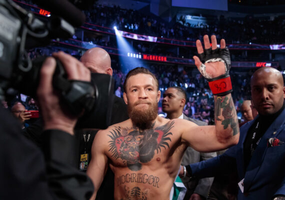 """""""¡Me he retirado, chicos!"""": Conor McGregor descansa en su yate y le someten a un control antidopaje por sorpresa"""
