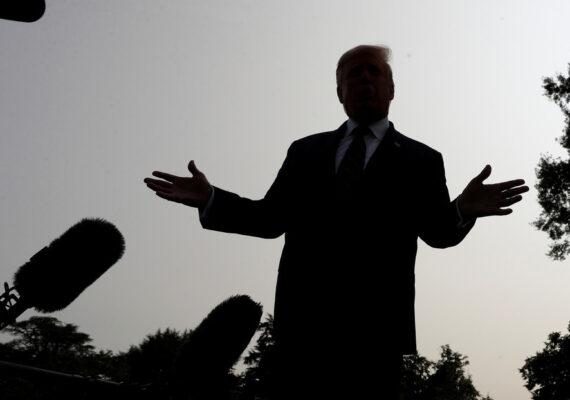 """""""No reírse y no convertir el covid-19 en una especie de fútbol político"""": la OMS responde a los comentarios contradictorios de Trump"""