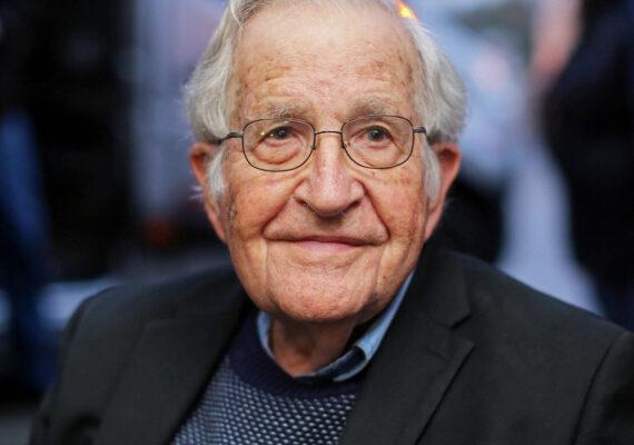 Noam Chomsky advierte sobre un riesgo de extinción humana mayor que nunca
