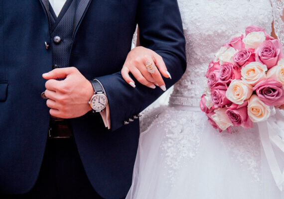 Una boda destinada al fracaso por falta de invitados se convierte en todo un éxito gracias a una peculiar idea de los novios
