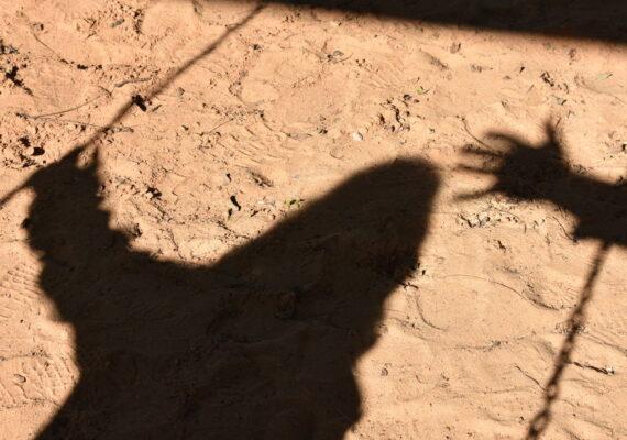 Una niña de 9 años de Texas acusa al novio de su madre de abusar de ella sexualmente, mientras su progenitora lo observaba