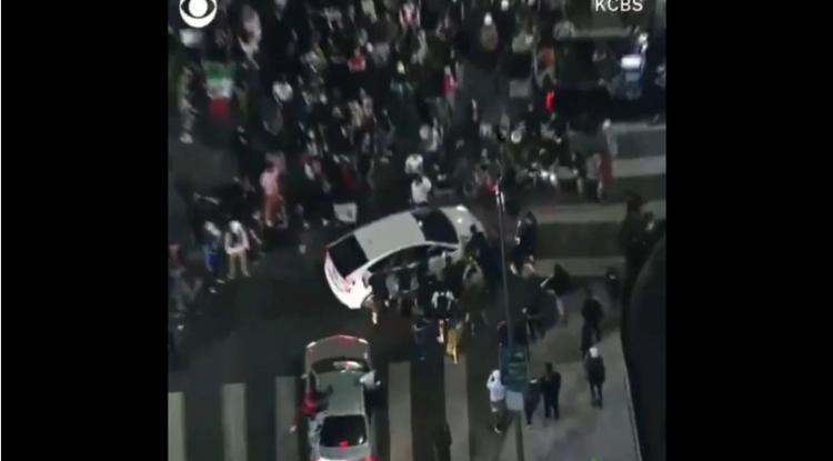 Atropellan a manifestantes contra el racismo en Hollywood