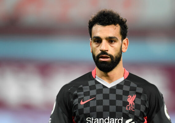Mohamed Salah defiende a un a persona sin hogar del acoso callejero