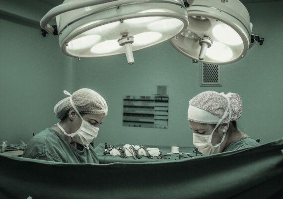 Muere una mujer tras inyectarse silicona en los glúteos de forma ilegal
