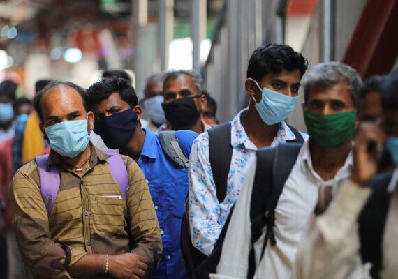 Revelan que las mascarillas limitan la transmisión del coronavirus en una habitación cerrada