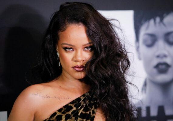 Rihanna usa una canción que incluía textos islámicos en su desfile de lencería y se ve obligada a disculparse