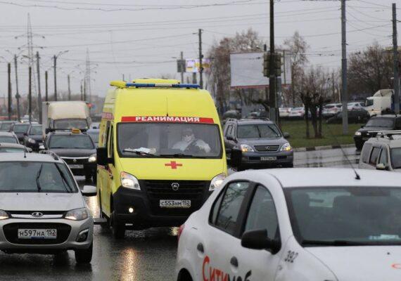 Un joven de 18 años abre fuego en una parada de autobús y mata a su abuela y a otras tres personas