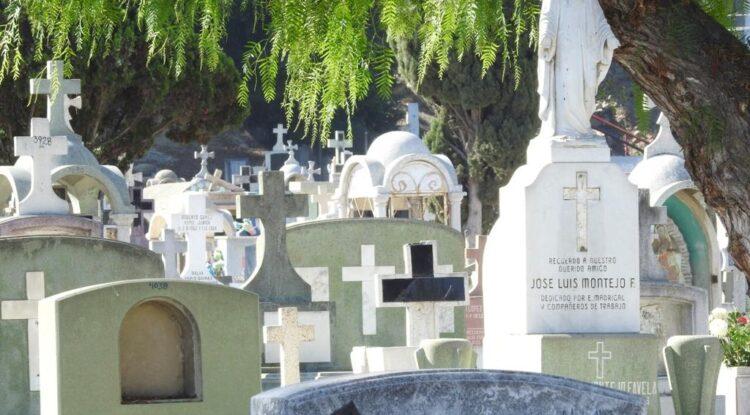 Cerrarán panteones en Día de Muertos