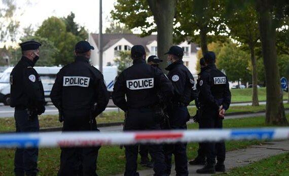 Terrorista asesina a profesor en París; la víctima habría mostrado parodias a Mahoma