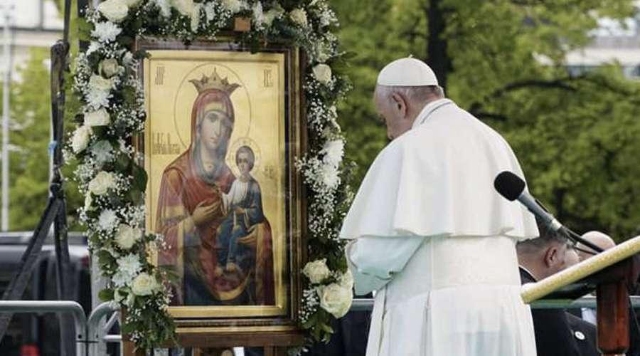 Papa Francisco sugiere imitar la oración de la Virgen María