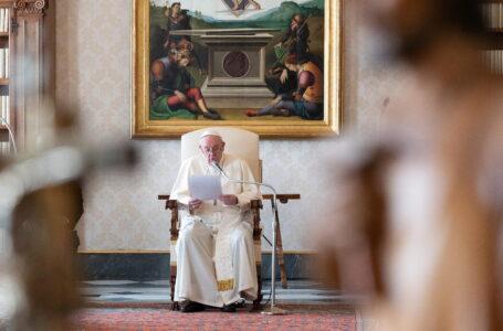 """""""Un momento para repensar nuestras prioridades"""": el papa critica el individualismo y el egoísmo durante la crisis del covid-19"""