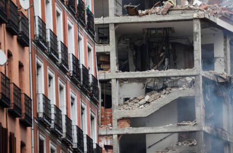 Al menos tres muertos y un desaparecido en una fuerte explosión de gas en un edificio en el centro de Madrid